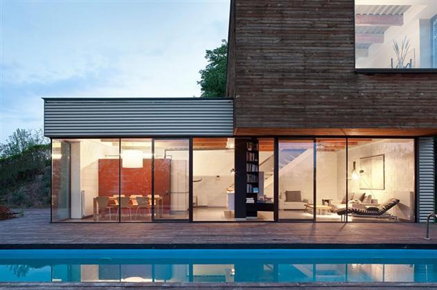 Casa anti patio hecha con contenedores mundo flaneur - Casa hecha con contenedores ...
